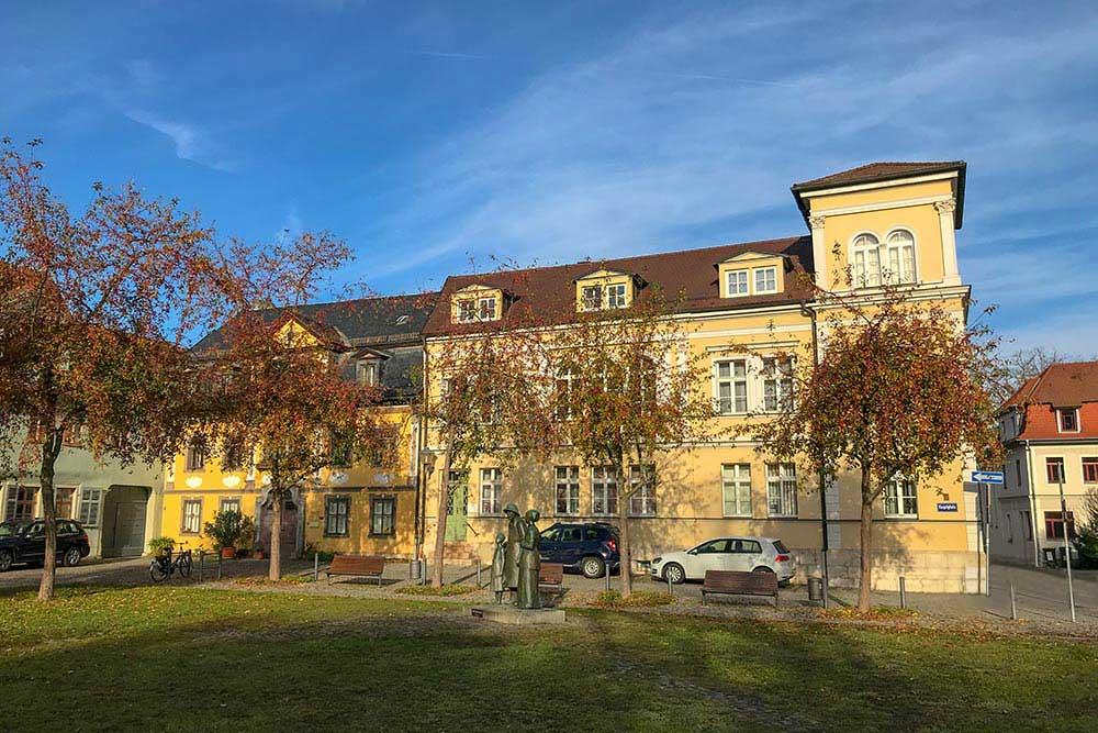 Praxis Heuzeroth am Kegelplatz in Weimar im Herbst